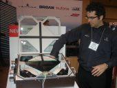 Dominic Blanchette, directeur de la recherche et dveloppement chez Venmar Ventilation dmontre la facilit d'accs  de l'AVS au Salon CMPX 2014.